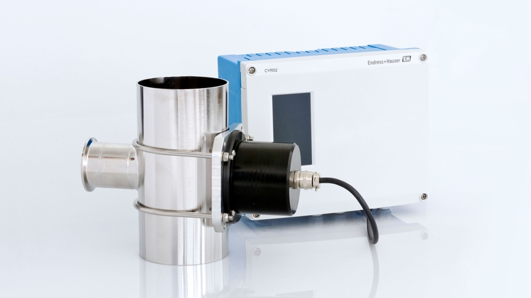 The Flowfit CUA262 flow assembly with the CYR52 ultrasonic cleaning device attached.